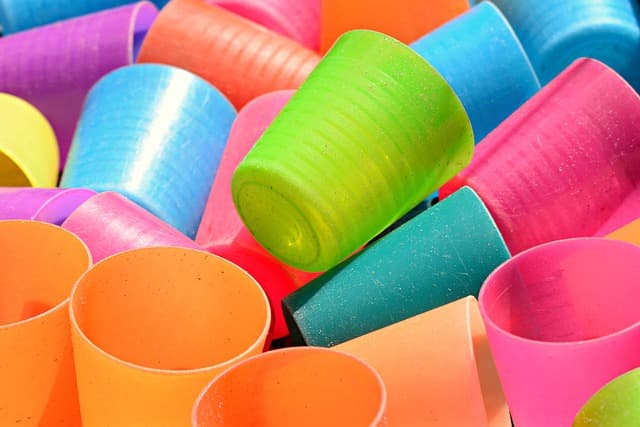 塑膠杯~小吃部、辦桌時常用的酒杯