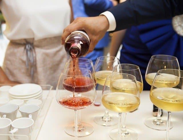 喝白蘭地或紅酒時用的高腳杯